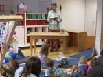 """21.9.2013: Kinder als Krimipublikum??? Des Rätsels Lösung: Eine Lesung bei der Eröffnung der Bretzenheimer Kita """"Spielkiste""""."""