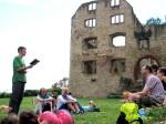 2.8.2014: Eine Mini-Lesung im privaten Kreis vor der malerischen Ruine Landskron.